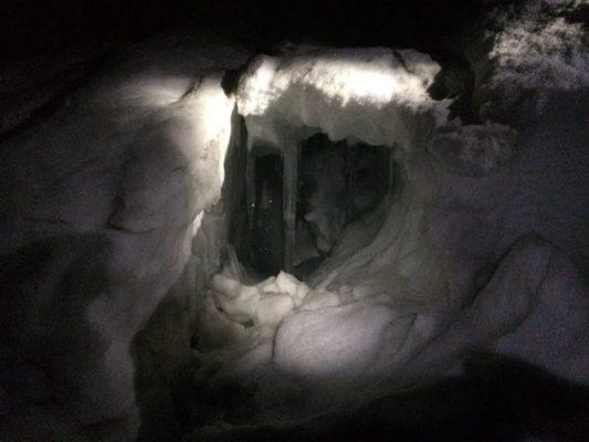 crevasă noaptea pe monte rosa, alpi, elveția